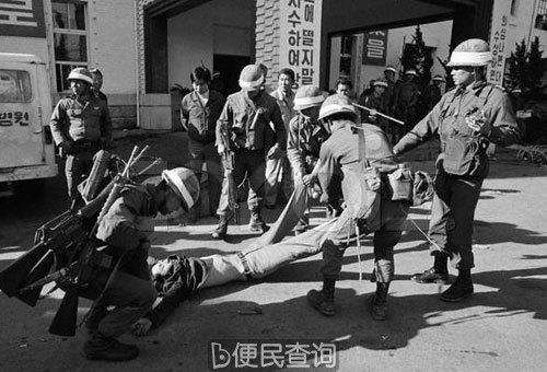 """南韩爆发""""光州事件"""",遭到全斗焕军政府当局的血腥镇压"""