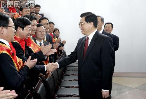 青藏铁路全线胜利建成通车